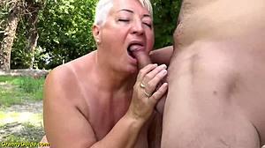 Mamma e granny sesso